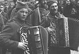 Partisan accordionists