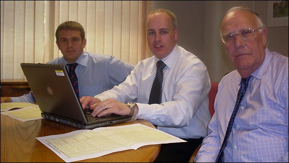 Football League fixtures officer Paul Snellgrove, Glenn Thompson of Atos Origin and FSF president Ian Todd with the actual fixtures computer