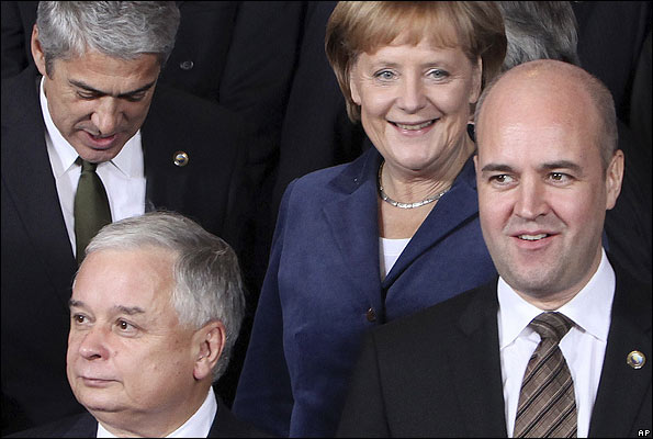 Swedish PM Fredrik Reinfeldt (lower right) with other EU leaders in Brussels, 29 Oct 09