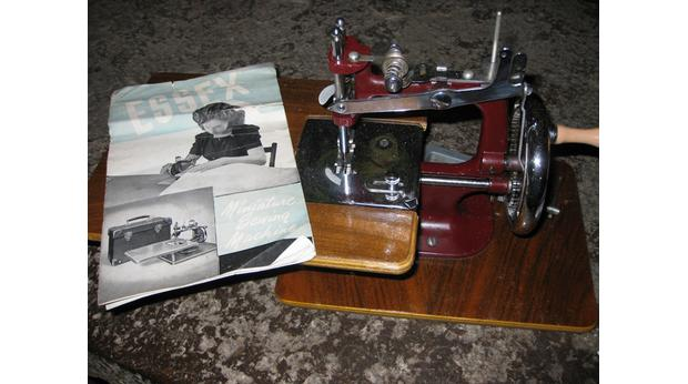 Mini Sewing Machine from the 1940s
