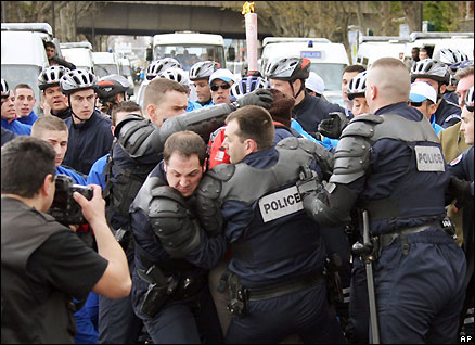 French police scuffle with protestors in Paris