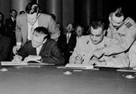 Anthony Nutting and Abdel Nasser sign the Anglo-Egyptian Suez Agreement