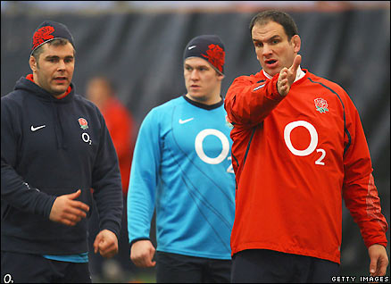 Martin Johnson briefs his players