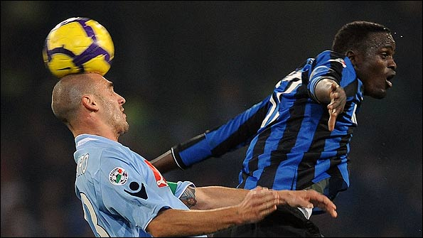 McDonald Mariga playing against Napoli