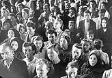 In 1946, a crowd of displaced persons in Vienna