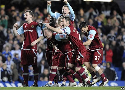 Burnley celebrate their Carling Cup victory at Chelsea