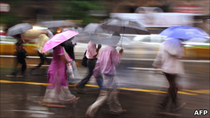 Pedestrians in the Mumbai rain