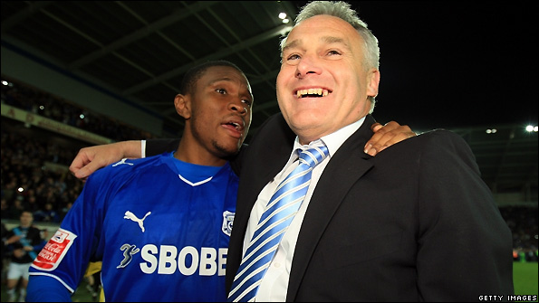 Cardiff City manager Dave Jones (right) celebrates victory over Leicester