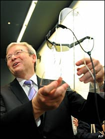 Australian PM Kevin Rudd inspects a prototype bionic eye at University of Melbourne 30 March 2010