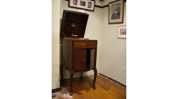 HMV Gramophone which belonged to Sir Edward Elgar in the mid 1920s. ©The Elgar Foundation.