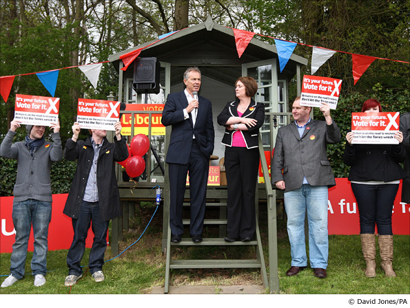 Tony Blair campaigns with Jacqui Smith in Redditch