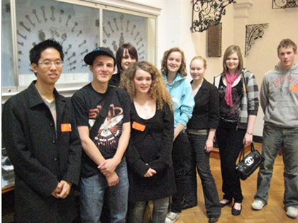 Fung Lam with students at the Victoria and Albert Museum