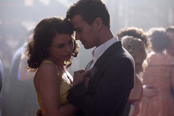 Billie Piper as Betty and Theo James as Craze dance with each other