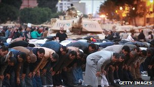 People praying in front of tanks in Cairo 30th January 2011