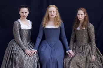 elizabeth 1 in a plain dress   Young Queen Elizabeth 1 Dress