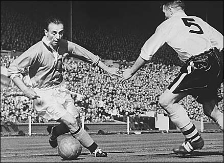 Stanley Matthews (l), Blackpool v Bolton Wanderers FA Cup Final, 1953