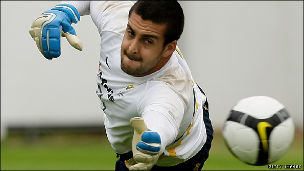 Adam Federici trains with the Australian team