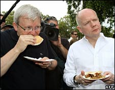Australian Foreign Minister Kevin Rudd and UK Foreign Secretary William Hague at a barbecue with flood victims in Brisbane on 19 January 19 2011