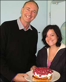 Lily Allen presents her cake to Aggers