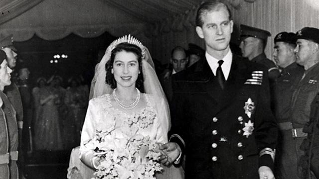 Princess Elizabeth leaves Westminster Abbey in London, with her husband, the Duke of Edinburgh, after their wedding ceremony, 20 November 1947.