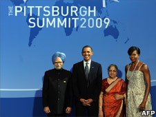 US President Barack Obama and First Lady Michelle Obama welcome Indian Prime Minister Manmohan Singh and his wife Gursharan Kaur to the G20 dinner at the Phipps Conservatory on 24 September 2009 in Pittsburgh, Pennsylvania
