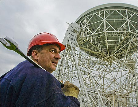 Jodrell Bank gets a wheel changed