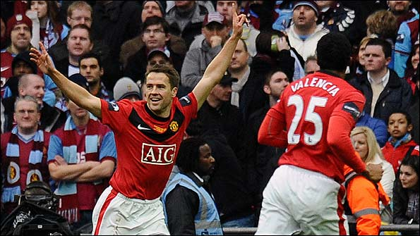 Michael Owen scores in the Carling Cup final