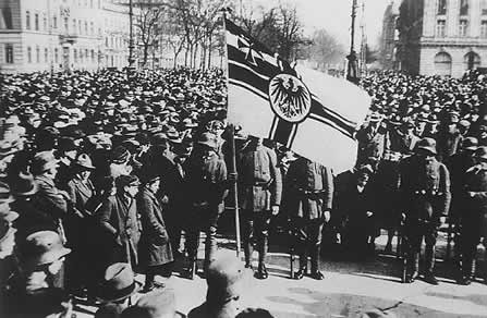 the political problems facing the weimar republic What were the causes of the hyperinflation in the weimar republic  the deutsche reich as a political entity was  what were the problems the weimar republic.