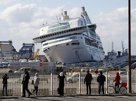 Ferry runs aground in the port of Marseille