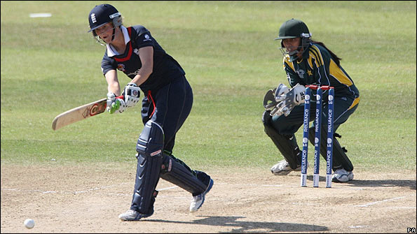 Charlotte Edwards in action against Pakistan