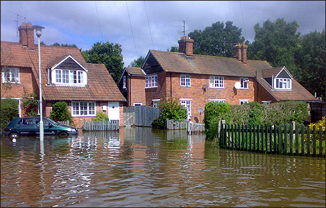 Houses in Pangbourne with flood water