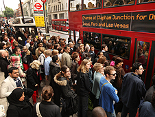 Huge crowds for the bus because of a tube strike