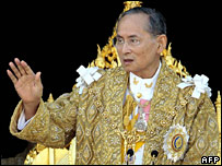 King Bhumibol appears at Bangkok's Grand Palace on 5 Decemebr 2007