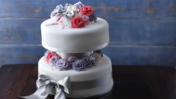 Cake Recipe For Icing With Fondant: BBC Food Blog: Alternatives To Fondant Icing: Part One