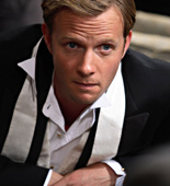 Richard Hannay (Rupert Penry-Jones) goes on a roller-coaster ride full of excitement, danger, fun and romance in The 39 Steps