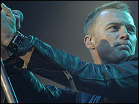 Ronan Keating gives it some welly at Blickling.