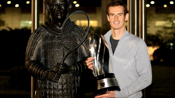 Andy Murray with statue