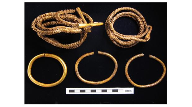 Bronze Age Gold Bracelets and Armlets, found in Lambourn, West Berkshire © West Berkshire Museum