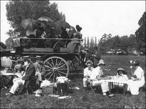 1911: Regatta-goers relax by what was the equivalent of a carpark back in 1911. Time for a picnic in the sun.