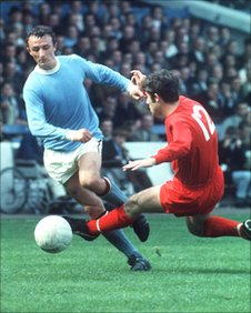 Mike Summerbee playing for Manchester City in 1969
