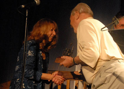 Jacqui McShee accepts Pentangle's Lifetime Achievement Award from Sir David Attenborough