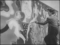 Olga Lehmann painting a flamenco-themed mural (Photo copyright Paul Huson)
