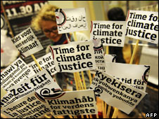 placards_afp226.jpg