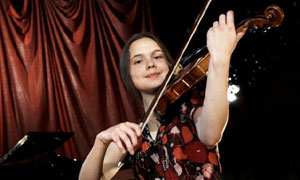 Classical Star: Victoria plays the Violin