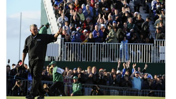 Darren Clarke salutes the crowd on the 18th green at the end of his third round