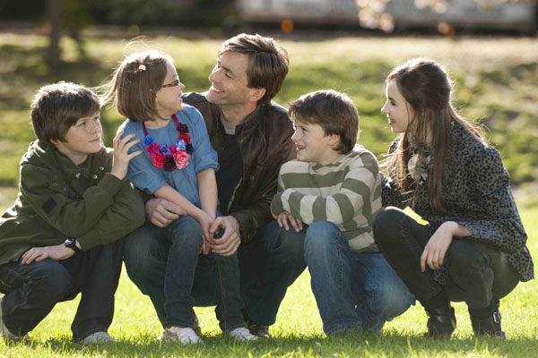 David Tennant as Dave in Single Father, with children.
