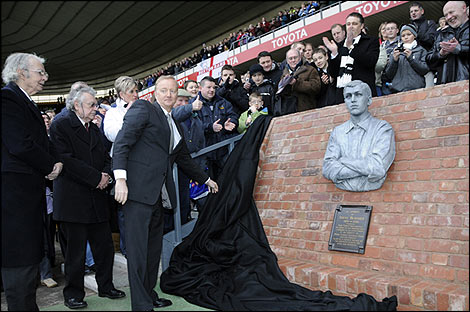 The unveiling of the Steve Bloomer bust at Pride Park Stadium (Photo: Andy Clarke)