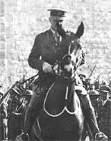 General Allenby enters Jerusalem on horseback