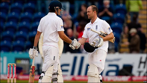Alastair Cook (left) and Jonathan Trott