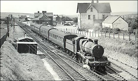 Train leaving Mortehoe in 1963